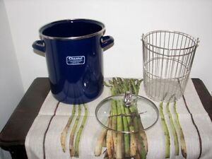 CHANTAL Blue Enamelware ASPARAGUS POT, Lid, Basket GERMANY Kitchener / Waterloo Kitchener Area image 2