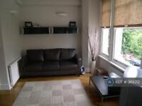 3 bedroom flat in Flodden Road, London, SE5 (3 bed)