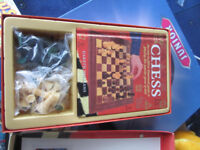 Chess set with Chess playing instruction book