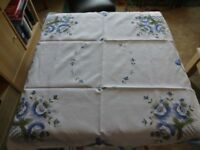 Embroidered square tablecloth with 4 matching napkins
