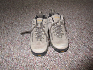 Women's Columbia Size 8 Hiking Boots