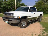1998 Dodge Ram 1500 Club Cab 4x4 Pickup Truck