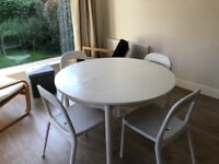 Round dinning table white for 4-6 – without chairs (£20 – Walton-on-Thames)