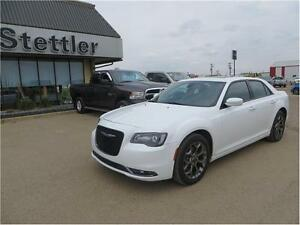 2015 Chrysler 300 S AWD  HEATED LEATHER SEATS!  SUNROOF!