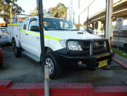 2011 Toyota Hilux KUN26R MY11 Upgrade SR (4x4) White 5 Speed Manual Extracab Holroyd Parramatta Area Preview