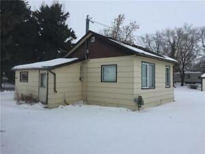 Price Change! Tiny home on a big lot in Binscarth MB!
