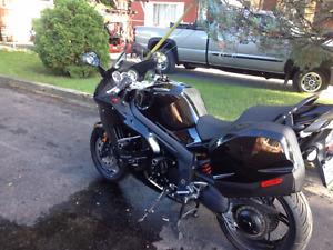 Triumph sprint st 1050 cc 2009  noir très propre Condition A1