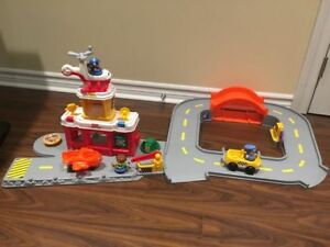 Fisher Price Little People Airport with accessories