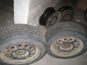 2 Nokian winter tires and 4 rims 195/55 R15