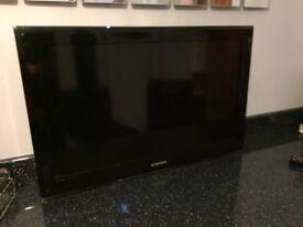 "Samsung 32"" HD TV with wall bracket"