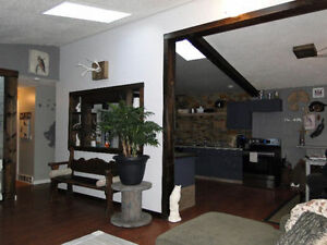 CHETWYND 3 Bedroom Bright Upper Suite  April 15