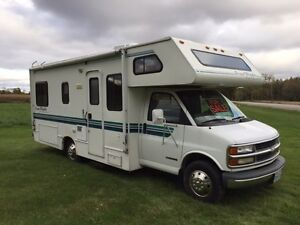 1998 Chev 3500 Four Winds 5000 23ft Motor Home
