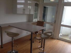 Spacious 4 bedroom house available in Dartford, DA1 area.