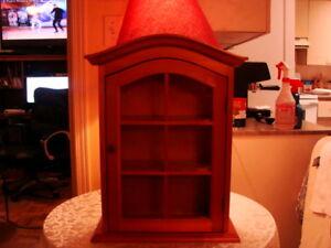 Petit armoire vitré, en bois, pour collections des miniatures
