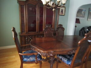 Dinning Table with chair and Hutch