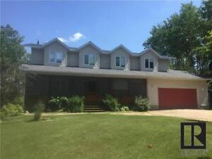 Stunning country home - 62025 39 Road W, Portage La Prairie RM