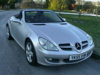 55 REG MERCEDES-BENZ SLK200 KOMPRESSOR 2 DOOR CONVERTIBLE SPORTS CAR IN SILVER