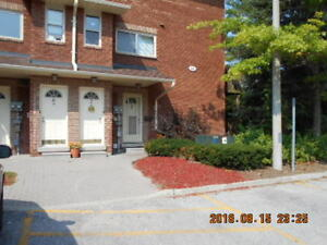 3 bdr I bathroom condo in barrie