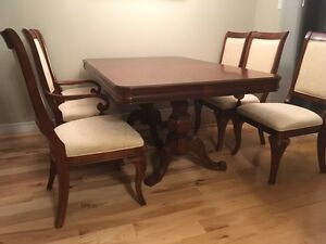 dining table set London Ontario image 1