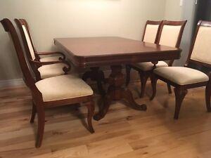 dining table set London Ontario image 1