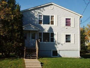 120 PURDY AVE - HEAT & LIGHTS INCLUDED - GREAT LOCATION