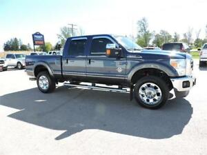 2015 F350 LARIAT / FX4, LEATHER, SUNROOF, NAVIGATION, LOADED !!!