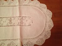 Vintage Crocheted  Table Runner. Nappe a Table .Fait a Main.