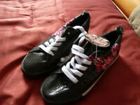 NEW Girls size 2 running shoes