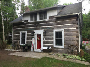 Unique!! Port Elgin log cabin 30 sec walk to sandy beach+hot tub