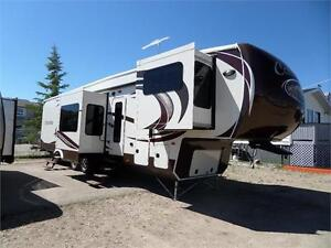 2015 Columbus 381FL - Front Living - IMMACULATE
