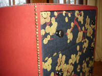 Commode rouge recouvert de tissus NEUF NEUF