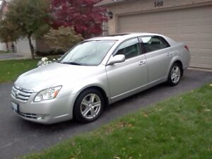 2005 Toyota Avalon XLS - FULLY LOADED, CLEAN, CERTIFIED & Extras