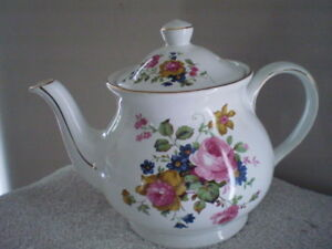 SADLER TEA POT