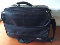 Laptop bag with 2 side pockets