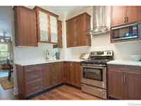 FULLY RENOVATED HOME FOR SALE IN WESTON-DESIGNER KITCHEN/BATHROO
