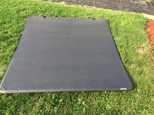 Tonneau cover excellent condition