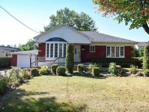 Spacious Bungalow for Sale in Pierrefonds!!!