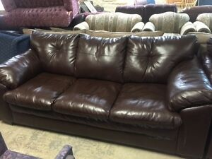 MATCHING LEATHER SOFA AND LOVESEAT; VERY GOOD CONDITION