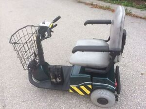 Fortress 2000 3-Wheel Mobility Scooter *MINT*