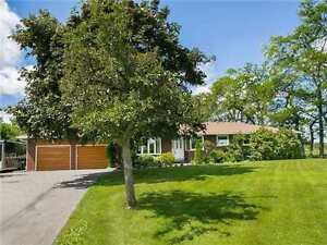 SURROUNDED BY GREENERY! RENTAL BORDERING MISSISSAUGA!