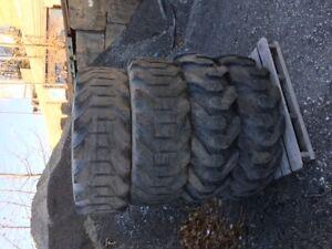 vieux pneu de loader 15.5/25