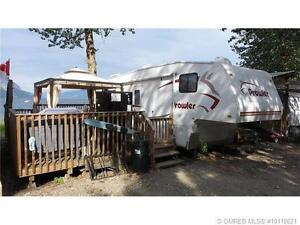 REDUCED!!!!! 2006 Prowler Bunk Model on Waterfront Shuswap Site