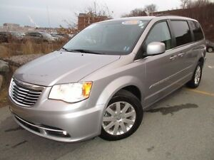 2015 Chrysler TOWN & COUNTRY Touring (REDUCED TO $18980!!!)