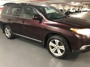 2011 Toyota Highlander/4WD/No Accidents/Leather Interior/Low Mil