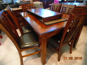 Beautiful Wood Dinette (TRAIL)