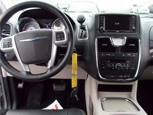2014 Chrysler Town & Country Touring Windsor Region Ontario image 3