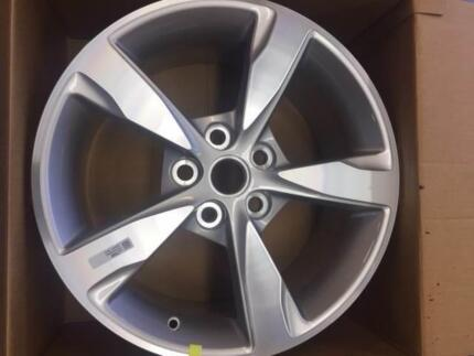 GENUINE HOLDEN VF SS SV6 18 X 8 SERIES 2 ALLOY RIM NEW!! Cardiff Lake Macquarie Area Preview