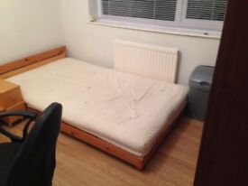 SMALL ENSUITE ROOM TO LET IN A HOUSE SHARE