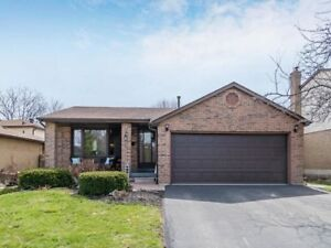 Gorgeous 3 Bedroom Detached Home In Bronte Meadows!