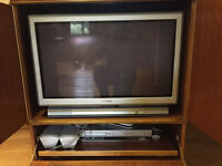 Free Old Style TV + 4 Surround Sound Speakers